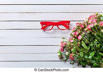 beau, bouquet roses, et, rouges, vendange, lunettes
