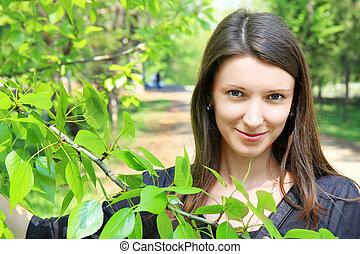 beau, branches, arbre, jeune, vert, par, sourire