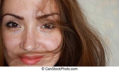 beau, brun, femme, jeune, cheveux, venteux, closeup,...