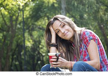 beau, café, femme, parc, jeune, matin, boire
