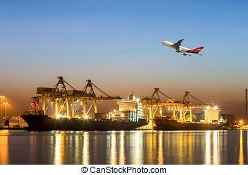 beau, cargaison, usage, chargement, récipient, lumière, contre, matin, importation, fret expédition, vaisseau, yard, bateau, port, transport