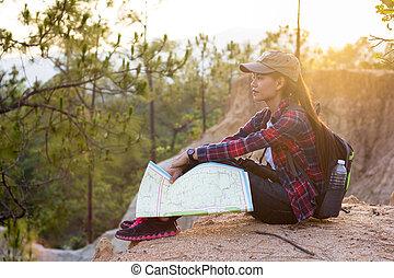 beau, carte, tenue, nature, main, séance, randonneur, femme, mountain.