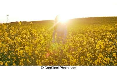 beau, champ, coucher soleil, promenades, girl, fleurs