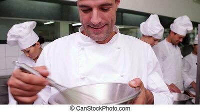 beau, chef cuistot, battre, oeufs, bo