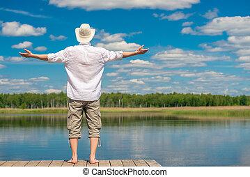 beau, chemise, nature, jeune, dos, lac, homme, blanc, apprécier, chapeau, vue