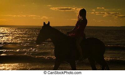 beau, cheval, femme, jeune, lake., sexy, équitation, blond, robe, rouges