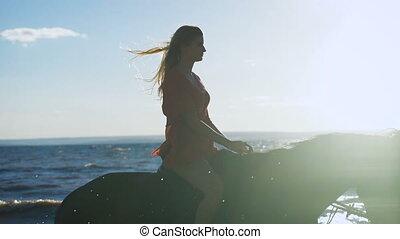 beau, cheval, femme, jeune, lake., sexy, équitation, blond,...