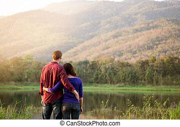 beau, concept, amour, romantique, délassant, couple, parc, valentin, automne, sourire, coucher soleil, heureux