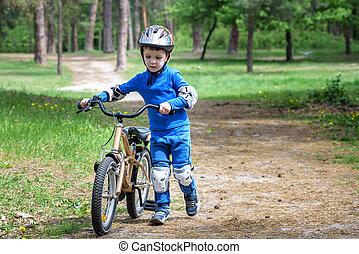 beau, concept, vélo, automne, années, automne, sports., 4, day., forêt, sécurité, heureux, loisir, enfant, actif, gosse, garçon, gosses, amusement, confection, avoir