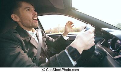 beau, conduite, voiture, après, conduit, affaires, homme affaires, maison, singing., confection, heureux, homme