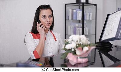 beau, conversation, quoique, station, téléphone., bureau, portrait, sourire, infirmière