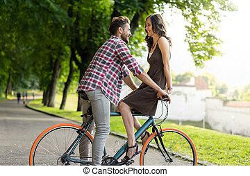 beau, couple, équitation, a, ville, vélo, et, sourire, à,...