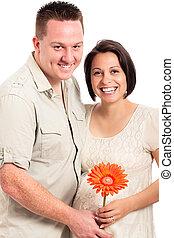 beau, couple heureux, fleur, pregnant