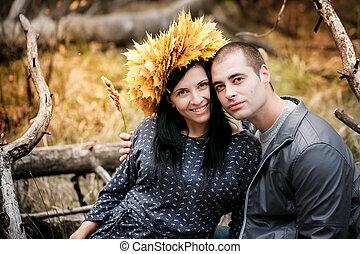 beau, couple, jeune, automne, park., aimer