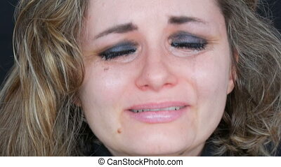 beau, crise nerfs, makeup., bas, larmoyant, fin, désespoir, jeune, malheureux, larmes, fond, noir, pleurer, vrai, femme, cris, courant, lavage, fermé, haut, figure, veste, vue