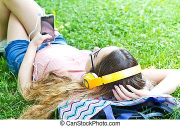 beau, délassant, écouteurs, parc, musique, girl, écouter