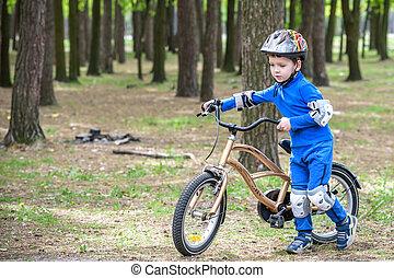 beau, day., concept, vélo, garçon, heureux, enfant, loisir, années, automne, amusement, sports., gosses, avoir, forêt, automne, actif, confection, gosse, sécurité, 4