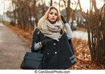 beau, day., ensoleillé, jeune, automne, jolie fille, écharpe