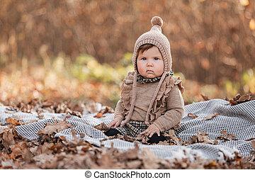 beau, day., ensoleillé, plaid., girl, pique-nique, outdoor., joli, parc, girl., bébé, petit enfant, séance, automne