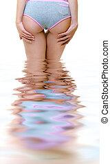 beau, debout, femme, eau, dénudée