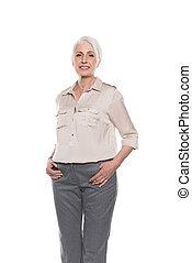 beau, debout, isolé, regarder, appareil photo, poches, mains, personne agee, dame, blanc