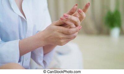 beau, demande, elle, cosmétique, main, traitement, fond, chambre à coucher, modèle, crème