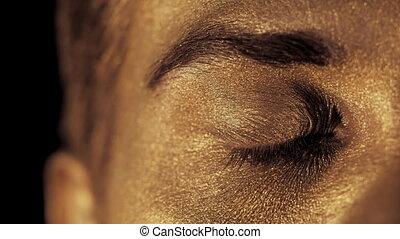 beau, doré, lent, art, brillamment, macro, motion., corps, foyer, homme, regarder, appareil photo, light., vue, oeil, shines, figure, brow.