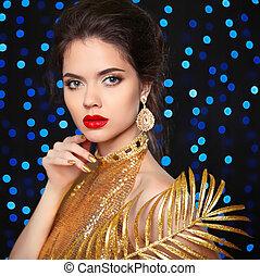 beau, doré, mode, nails., sur, maquillage, élégant, lèvres, poser, portrait, girl, robe, bleu allume, jeune, arrière-plan., luxe, vacances, rouges, bijouterie, femme, beauté, manucuré, modèle