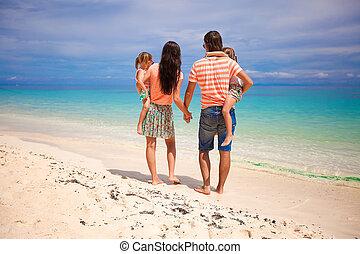 beau, exotique, famille, ensoleillé, dos, deux, plage, jour, filles, vue