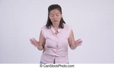 beau, expliquer, femme affaires, jeune, asiatique, heureux, quelque chose