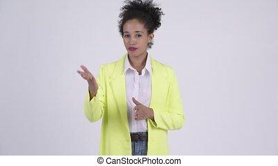 beau, expliquer, femme affaires, jeune, quelque chose, africaine