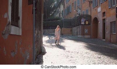 beau, explorer, marche, femme, vieux, mode, town., jeune, autour de, regarder, rue, portrait, city., girl