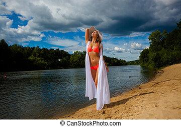 beau, extérieur, maillot de bain, rivage, plage., poser, portrait, amusement, sun., girl, bronzé, avoir