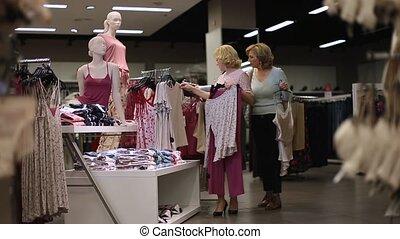 beau, faire emplettes vêtements, magasin, femmes