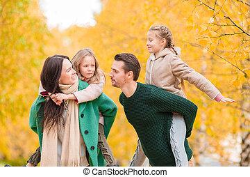 beau, famille, automne, dehors, jour, heureux