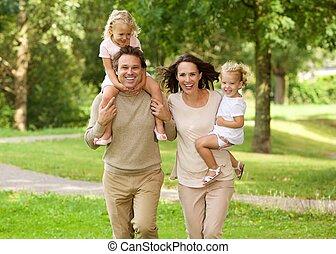 beau, famille, parc, quatre, courant, heureux