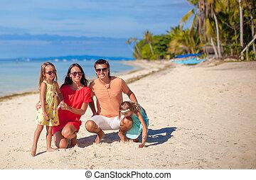 beau, famille, philippines, quatre, amusez-vous, plage