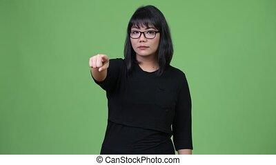 beau, femme affaires, appareil photo, asiatique, pointage
