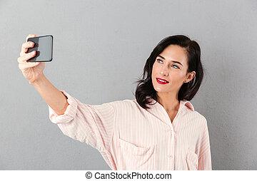 beau, femme affaires, prendre, selfie, portrait