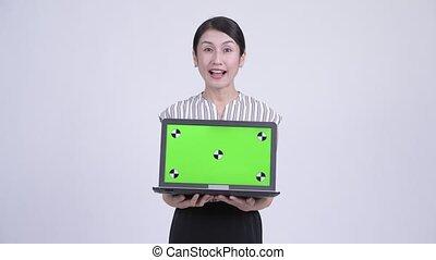 beau, femme affaires, projection, regarder, asiatique, ordinateur portable, surpris, heureux