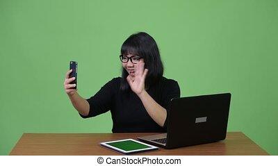beau, femme affaires, travail, multi-tasking, appeler, vidéo...