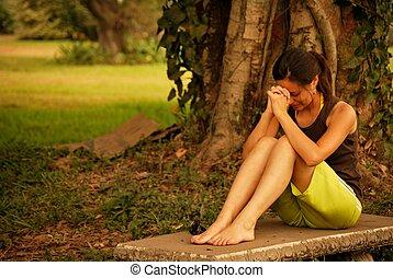 beau, femme hispanique, prier