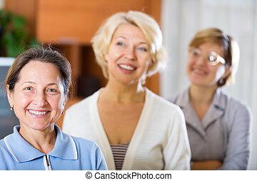 beau, femmes aînées