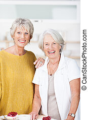 beau, femmes aînées, sourire, deux