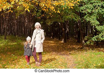 beau, fille, elle, parc, ensoleillé, jeune, charmer, automne, chaud, mère, promenade, jour