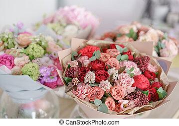 beau, fleur, famille, shop., printemps, copie, vitrine, espace, business., travail, mélange, flowers., arrangement, petit, florist., bouquets.