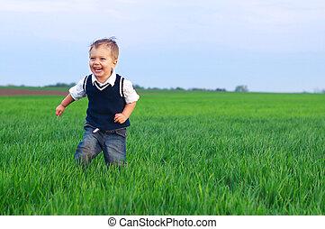 beau, garçon, peu, herbe, runing