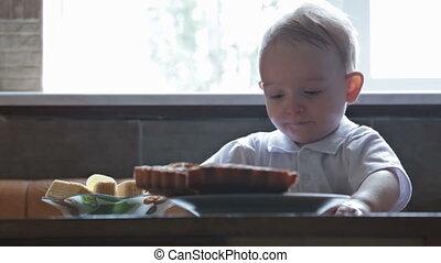 beau, garçon, peu, manger, blonds, sweeets, cuisine