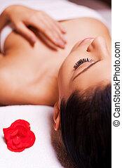 beau, garder, femme, serviette, image, jeune, tondu, relaxation., mensonge, table, emballé, fin, total, yeux, masage