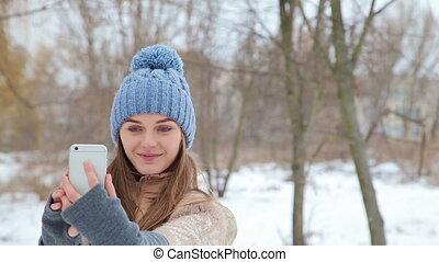 beau, girl, confection, selfi, dans, hiver, parc